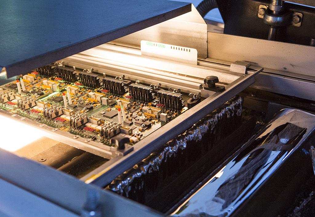 Soudage composants électroniques par vague